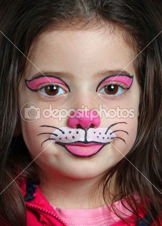 Bella ragazza con la pittura del viso di un gatto — Immagini Stock #18239525