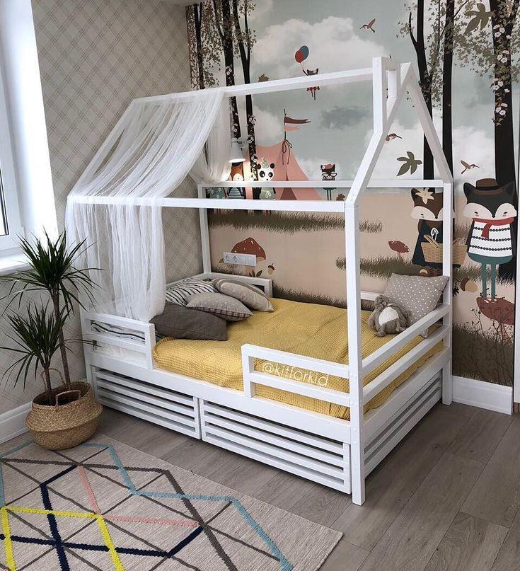 Das Bild kann enthalten: ein Schlafzimmer und ein Gebäude