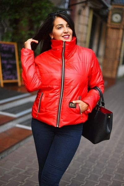 Стильная женская куртка на синтипоне рукавом большой размер красная