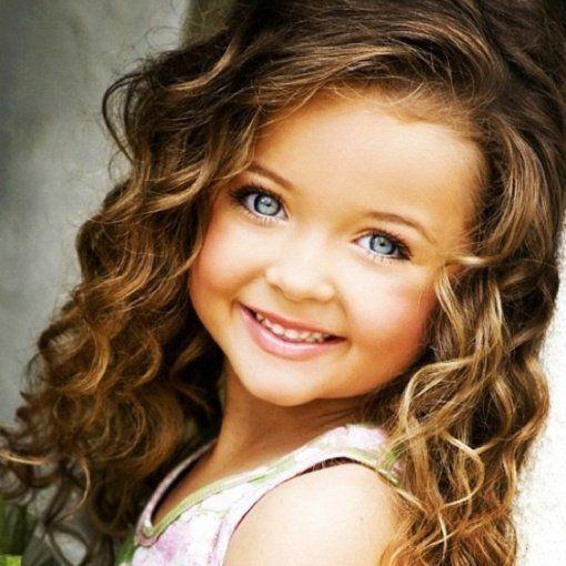 coiffure pour fille aux lons cheveux bouclés                                                                                                                                                                                 Plus