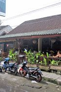 Places to eat in Seminyak, Indonesia. A restaurant, entertainment and eating out travel guide.