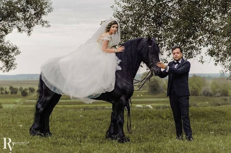 #mayafashion by #MarianaFlorea #wedding #mireselemayafashion #2017 #collection #lace #saten #tulle #bride #love #romance #forever #together #beautiful #lovehim #loveher #instalove #fashion #style #stylish #pretty #rochiidemireasa #followus