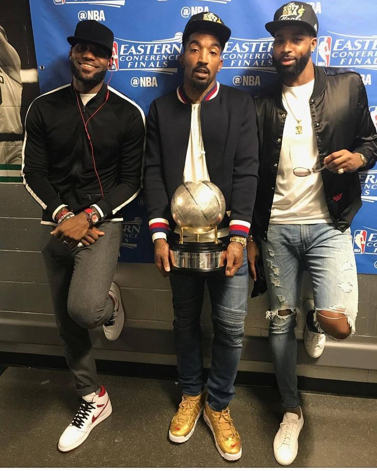 "322 Likes, 2 Comments - MORE TH>N STATS (@morethanstats) on Instagram: ""#Cavs @TeamSwish w/ @KingJames & @Realtristan13 postgame wearing @Gucci bomber and #Supreme x Nike…"""