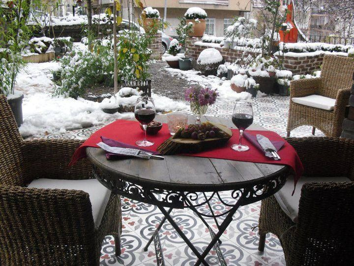 Şık zeminler ve şık tasarımlar için Çakartaş Karo... Yaşadığınız mekan ve anları Çakartaş Karo ile daha da keyifli hale getirebilirsiniz... www.karocakartas.com www.cakartas.com
