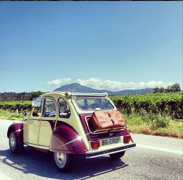 Hora de regresar luego de un fin de semana largo. #Citroën #2CV