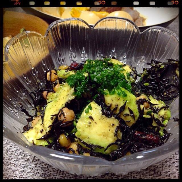 美味しそうなのでレシピ参考にさせてもらいました ひじきと大豆がたくさん食べれて、とにかく手早く出来るのが良い♡ 私はごまと香味野菜のノンオイルドレッシングで和えてみました(๑´ڡ`๑) さっぱりして美味しかったです☆ - 88件のもぐもぐ - アボカドとひじきのサラダ by rockuuu