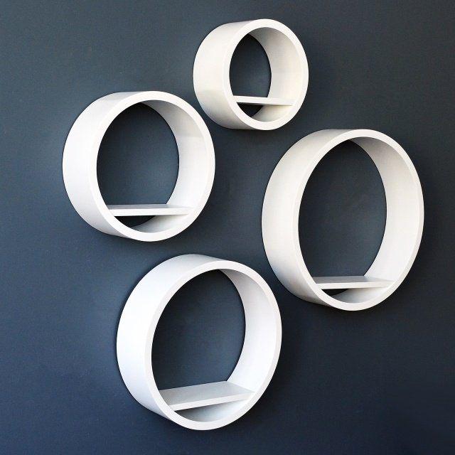 Étagère ronde circulaire à acheter ou à fabriquer avec des boîtes à chapeaux pour accrocher au mur de la SDB