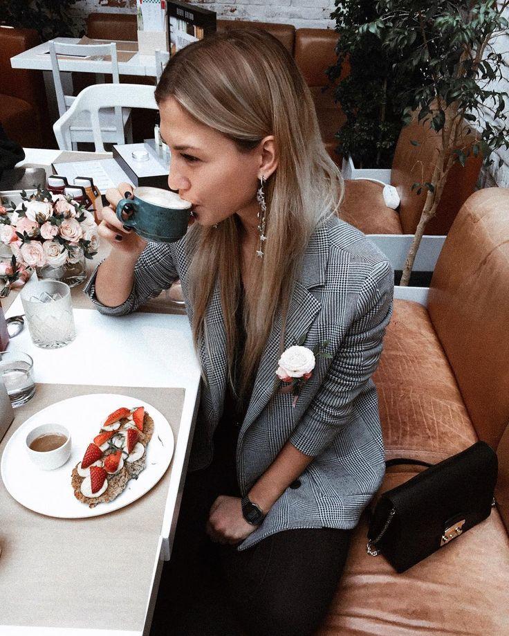 5,874 отметок «Нравится», 16 комментариев — Daria Kostromitina (@dashakos) в Instagram: «Утренний завтрак с @bobbibrown ❤ я ещё никогда не слушала про чудо-эликсиры с таким интересом))…»