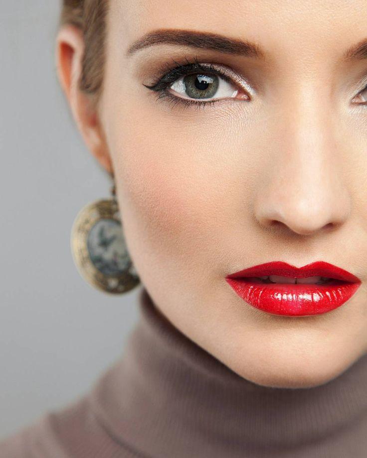 """Классика в макияже, самая женственная и чувственная💄    Фото с обучения """"Основы макияжа"""", тема """"Стрелки и красные губы""""💋  Преподаватель @nastyavalitskaya   Фотограф @ph_lisov   Модель @gubinskaya_a"""