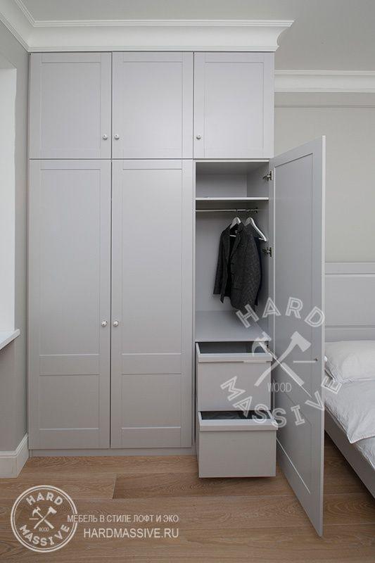 Шкаф Шмит. Стильный,  распашной шкаф ручной работы из МДФ. 3-х створчатый шкаф с антресолью из полок. Покрытие - эмаль. Внутренняя фурнитура шкафа от австрийской фирмы Grass.