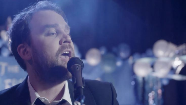 The Scottish singer gets to the root of the band's unique name and speaks candidly about songwriting for their 4th album   http://www.lifeminute.tv/entertainment/video/frightened-rabbit-s-scott-hutchinson