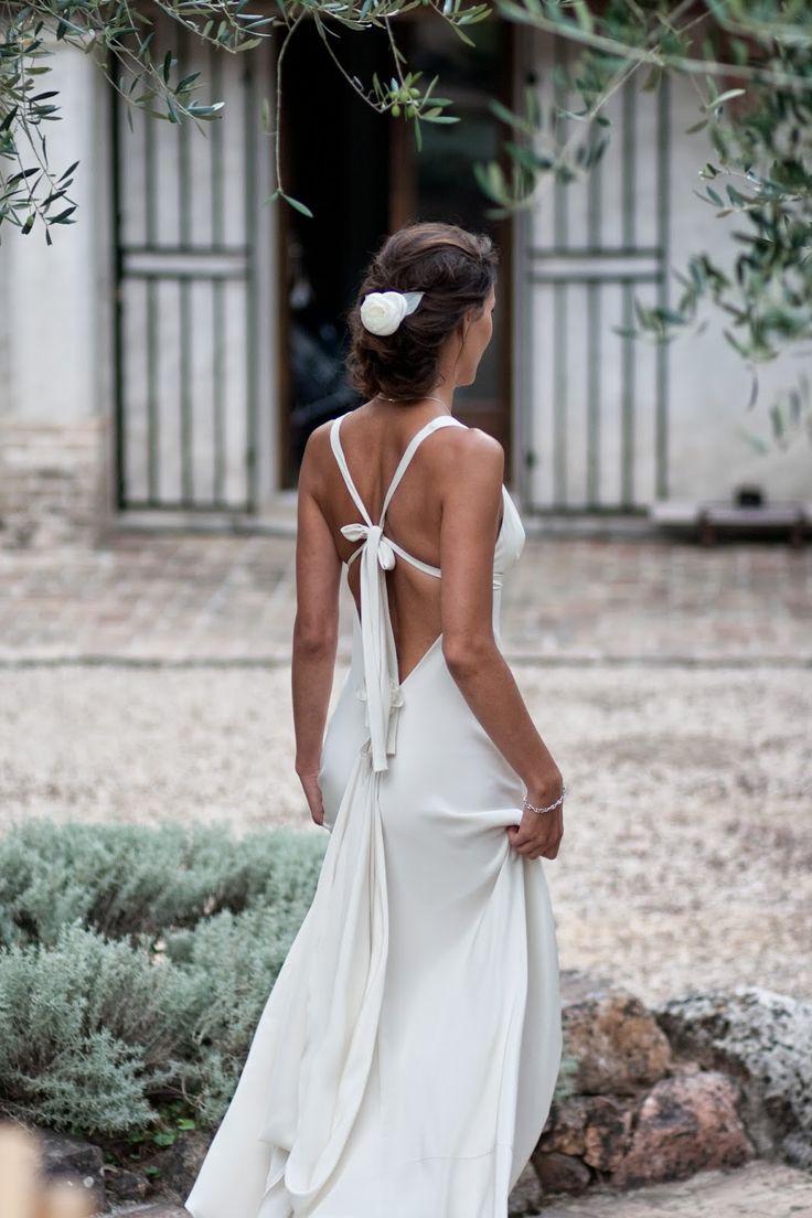 """Dessin de robe de mariée Riviera avec dos nu et décolleté V     Robe"""" Riviera"""" bretelle croisée sur un dos nu plongeant        Dessins de..."""