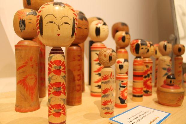 kokeshi-pop: Kokeshi Dolls, For Me, Things Japanese, Wooden Toys, Display Craft, Kokeshi Pop Parco, Traditional Kokeshi