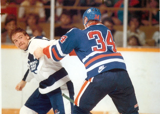Wendel Clark vs Edmonton Oiler