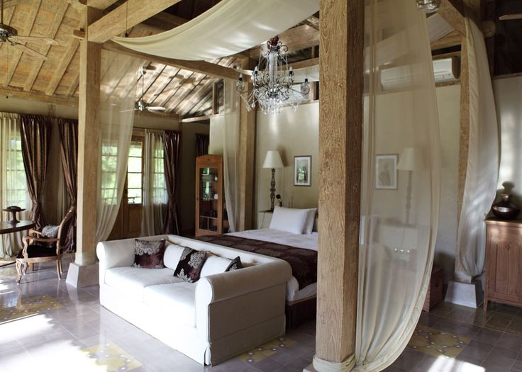Tropical Javanese Joglo villa in Bali: Airy Bedroom