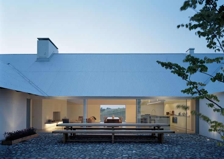 Baron House is a summer house in some ways typical of Scandinavian minimalism ever to show architecture selection, as a whole has a simple form, but goes w