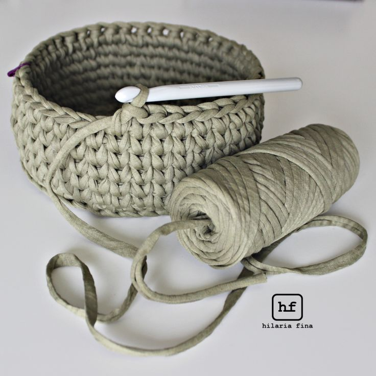 Crochet Basket with T-shirt yarn ❥ 4U hilariafina http://www.pinterest.com/hilariafina/