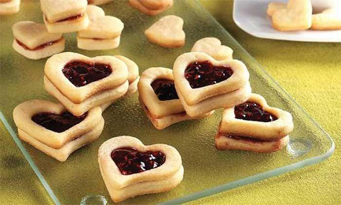 Aprenda a fazer Biscoito Amanteigado com Recheio de Geleia- Dia dos Namorados de maneira fácil e económica. As melhores receitas estão aqui, entre e aprenda a cozinhar como um verdadeiro chef.