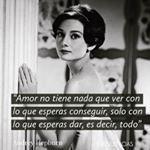 Hoy que se cumple 25 años del fallecimiento de Audrey Hepburn es un buen momento para recuperar una de sus frases sobre el amor y como lo sentía ella. #trendencias #audreyhepburn #frasedeldia #citad #Frasesdeamorparaella