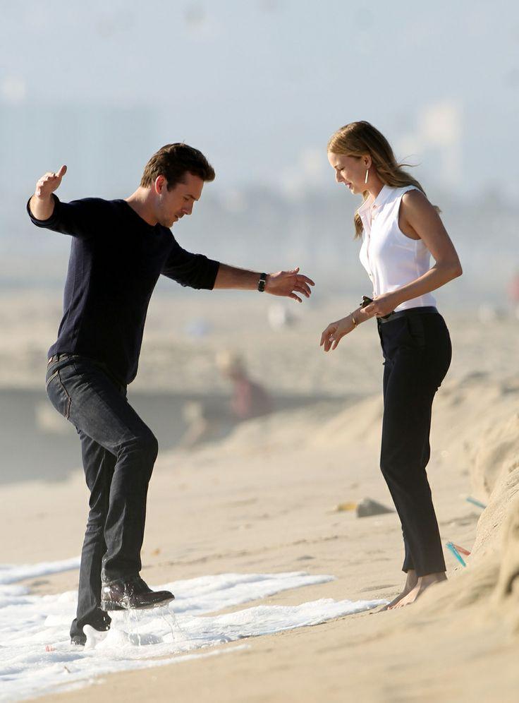Revenge Season 3: Emily VanCamp and Barry Sloane Have a Serious Beachside Conversation (PHOTOS) - Revenge