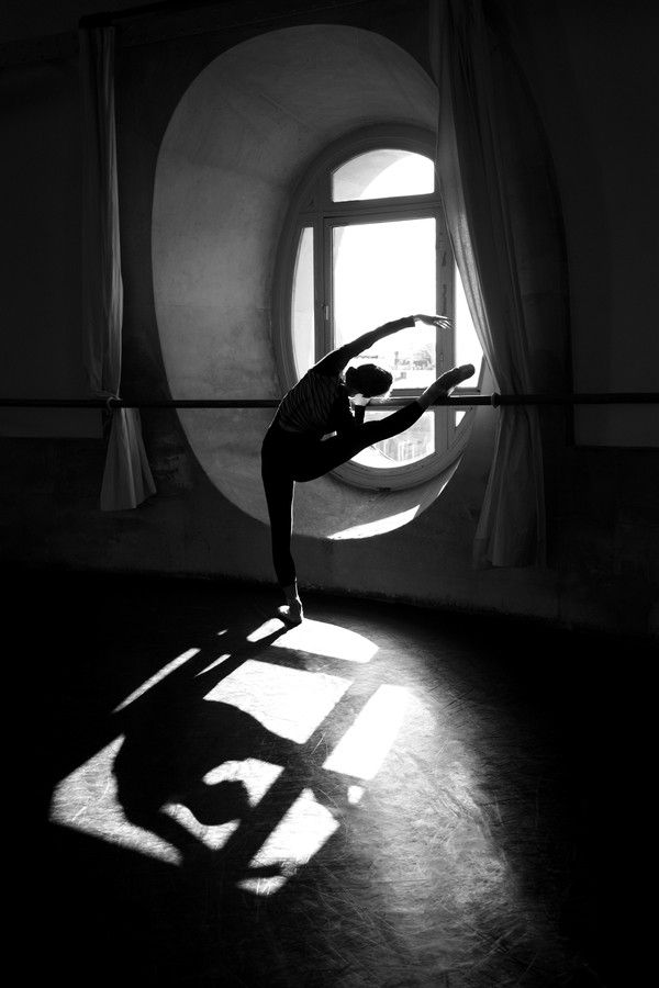 The focal point of this picture is accentuate by the light through the window; i can appreciate the movement and rhythm