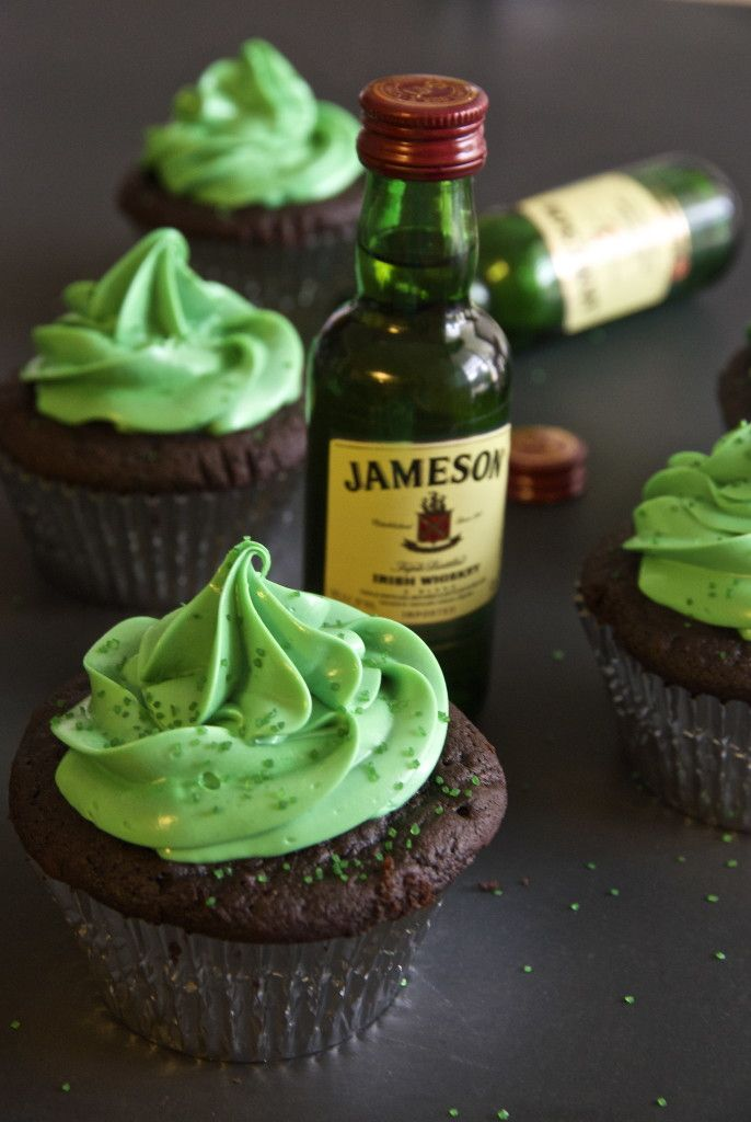Whiskey Chocolate Cupcakes - made with Jameson! | longdistancebaking.com