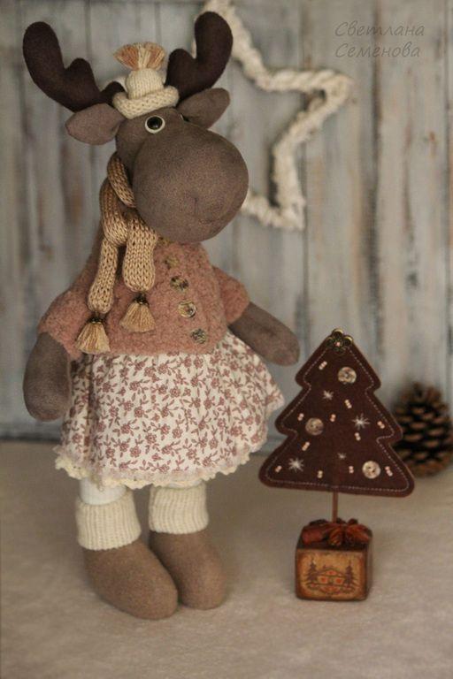 Лосиха Ребекка с Елкой - коричневый,лось игрушка,лоси,новогодний декор