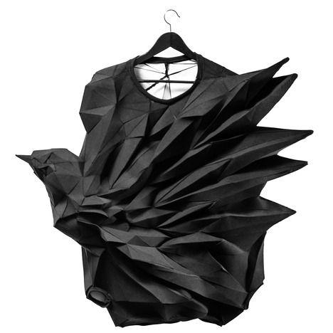 Muybridge est le dernier projet de The T-shirt Issue, un collectif interdisciplinaire fasciné par le polygone triangulaire, cette forme géométrique qu'il considère comme l'unité de base de la substance et de la forme numérique.