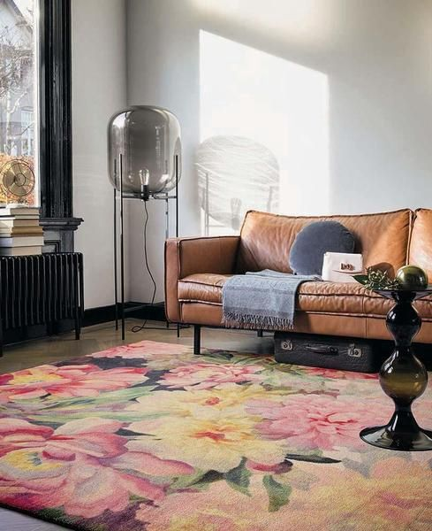 How beautiful is this floral designer rug from Ted Baker 🤗! Stunning quality & design!