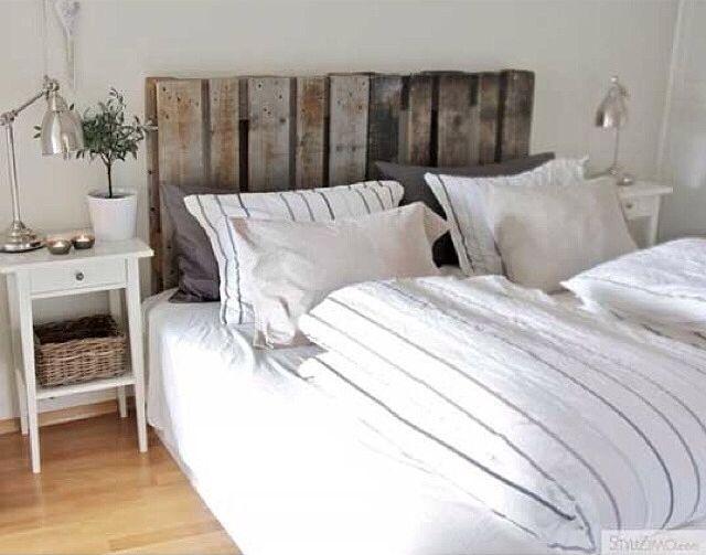 Faire d'une vieille palette en bois ou d'un cageot un élément phare de votre décoration intérieure : voici un défi que l'on vous propose de relever grâce à notre sélection d'inspirations toutes plus surprenantes les unes que les autres !