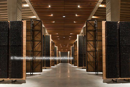 Bodegas Portia of Grupo Faustino in the wine region Ribera de Duero, architecture by Foster + Partners, light planning by Claude Engle