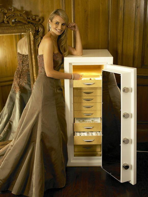 TRAUM SAFE: WORLD'S FINEST LUXURY HOME SAFE | #baselshows #basel #designshows #design #luxury| http://www.baselshows.com/?utm_source=weblog_post&utm_medium=image&utm_campaign=1imagem1000inspiracoes&utm_content=bspeixoto