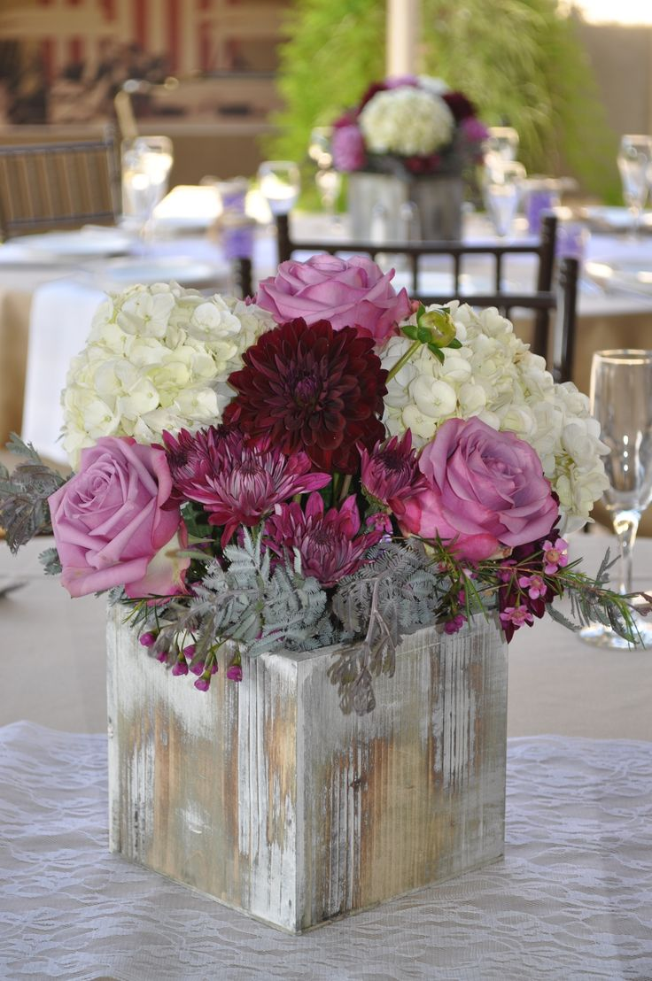 Fall and rustic style centerpiece using lavender plum