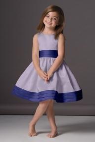 Vestido azul para #pajecitos #Bodas. www.ideasparaorganizarboda.com