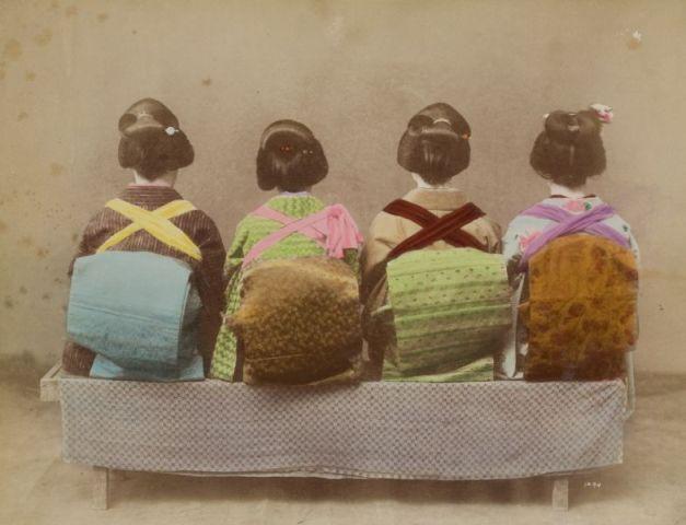 Szamurájok és gésák      Hagyományos japán viselet és kortárs magyar ékszerek a Hopp Ferenc Kelet-ázsiai Művészeti Múzeumban.         A Hopp Ferenc Kelet-ázsiai Művészeti Múzeumban új időszaki kiállítás nyílt július 19-én: a kiállítás a hagyományos japán viseletek és napjaink...