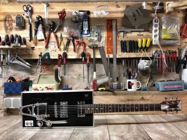 Manu Lanvin's custom by MeloDuende Guitars - Aluminium Guitars - Handmade in France.