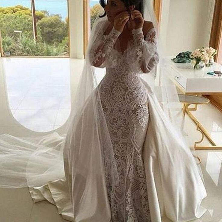 Vintage Wedding Gowns Sweetheart Neckline Lace Appliques Long Transparent Sleeve Mermaid Wedding