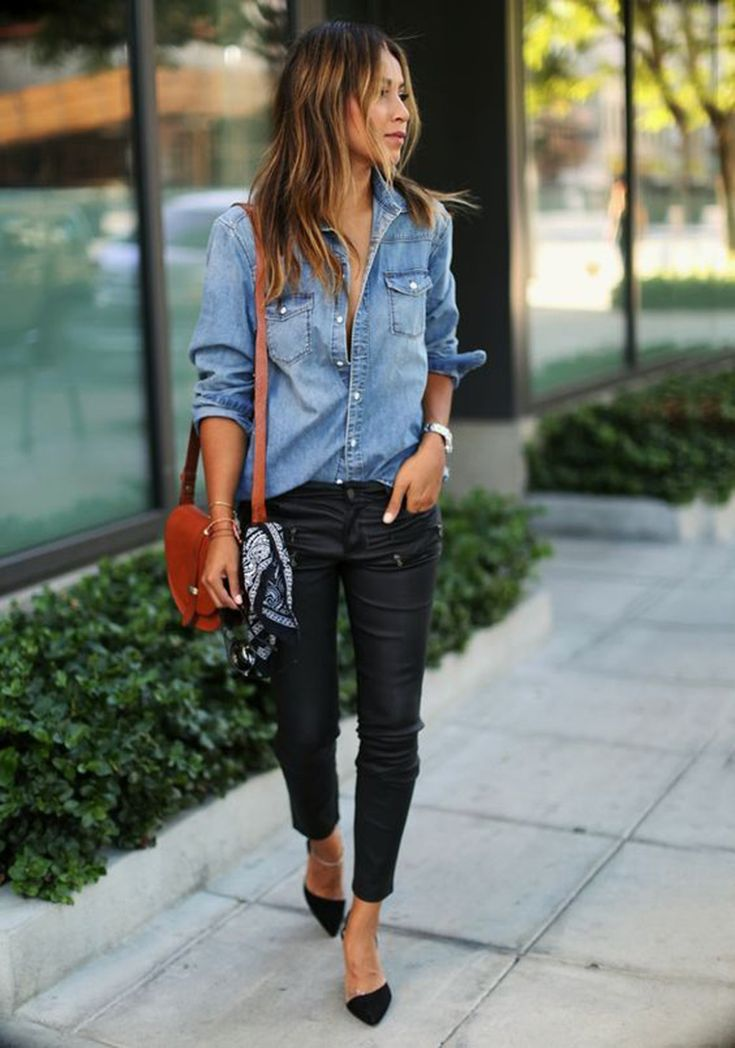 A casual denim shirt and skinny leather or waxed jeans make perfect partners - I like this look but not sure about heavy pants in Florida Leather Pants Outfit, Outfit Jeans, Jeans Shoes, Leather Leggings, Chambray Outfit, Boyfriend Pants Outfit, Leather Trousers, Jeans Pants, Fashion Mode
