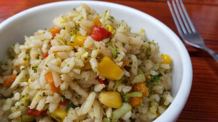 Salată de orez cu legume