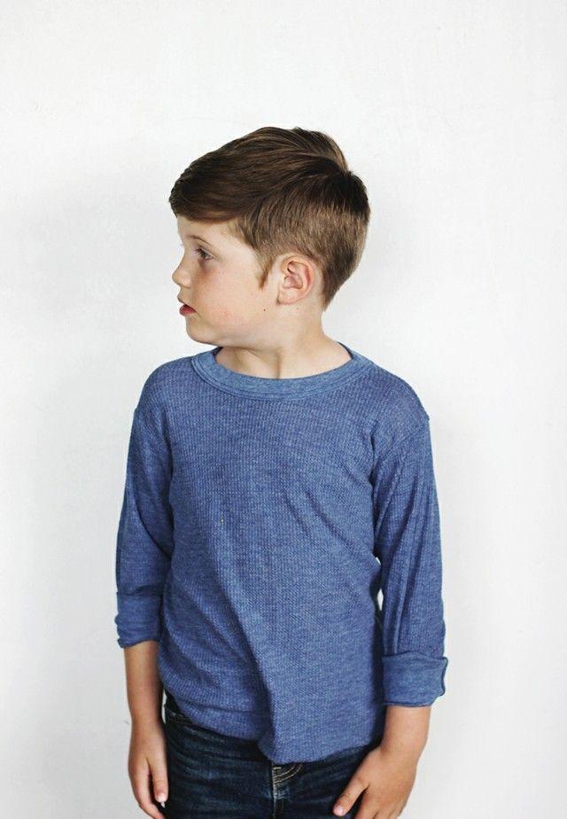 Les presentamos los estilos más divertidos y desenfadados de peinados de moda para chicos. Looks atrevidos para cabellos largos o cortos, lo último en cortes de pelo que marcan tendencia para los más jóvenes de casa. Acudir a la peluquería puede no ser un tormento si damos a los pequeños la posibilidad de escoger su propio estilo, quizás incluso podamos aprender algo nuevo de ellos! Peinados de moda para niño...