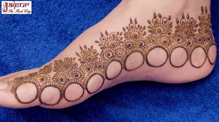 Simple And Beautiful Feet Mehndi Design With Ring