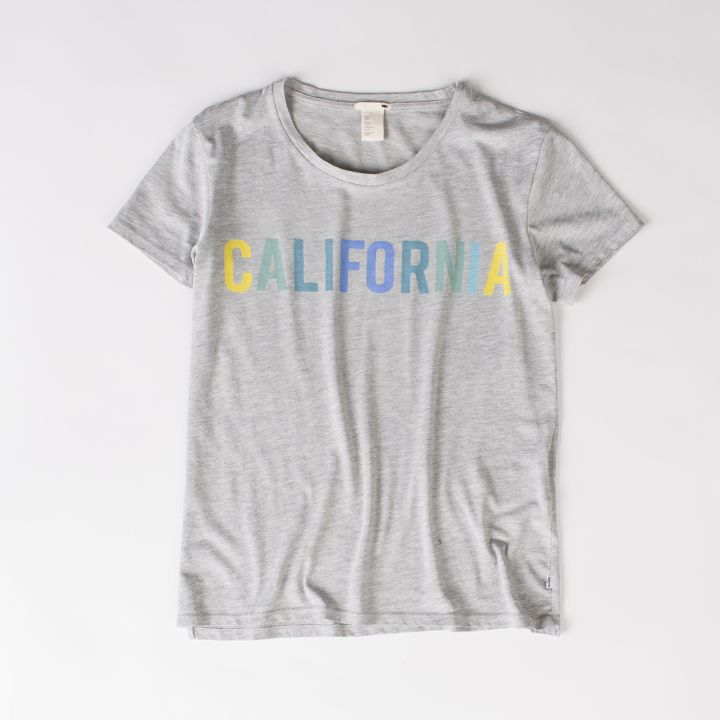 #onlinestore #online #tshirt #women #womencollection #levis #levi #levistshirt #levisstrauss #grey #print #printtshirt #california #calilove #perfect #tee #summer #summercollection #ss15