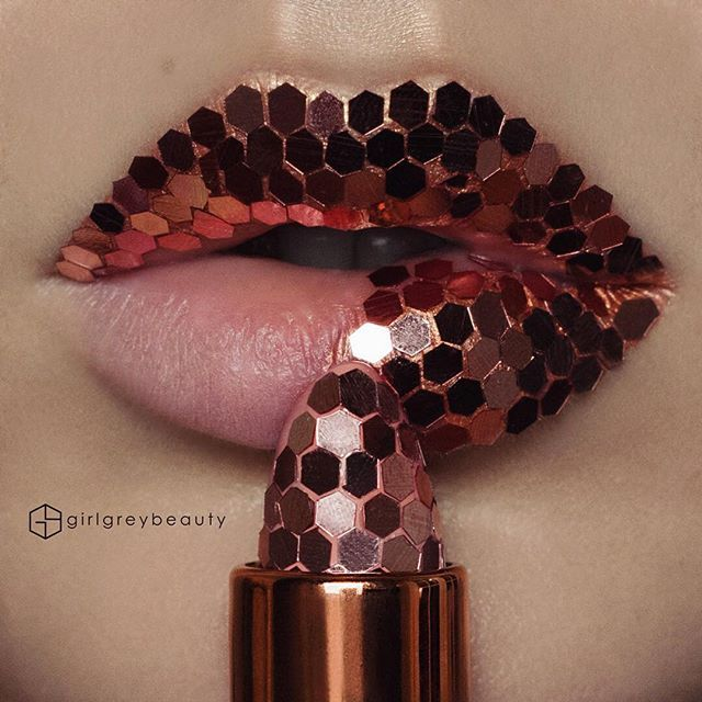 WEBSTA @ girlgreybeauty - Pretty as a penny Each piece of copper hex glitter was (painstakingly ) lined up and glued down on the lipstick tube and my lips. Don't even ask how long it took  If you want to see a beautiful gold hex glitter lip art, go to @vladamua! She did one awhile ago so go give her some love.. One of my FAV lip artists