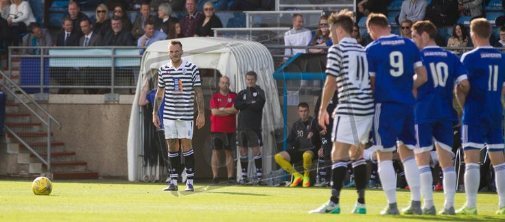 Queen's Park's Darren Miller takes a free kick during the Ladbrokes League One game between Peterhead and Queen's Park.