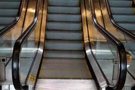 Este hombre no sabe bien cómo usar las escaleras eléctricas - http://wp.me/p7GFvM-yCM