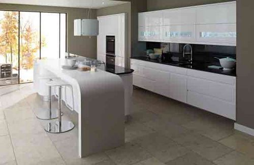 Gloss finish and curved breakfast bar