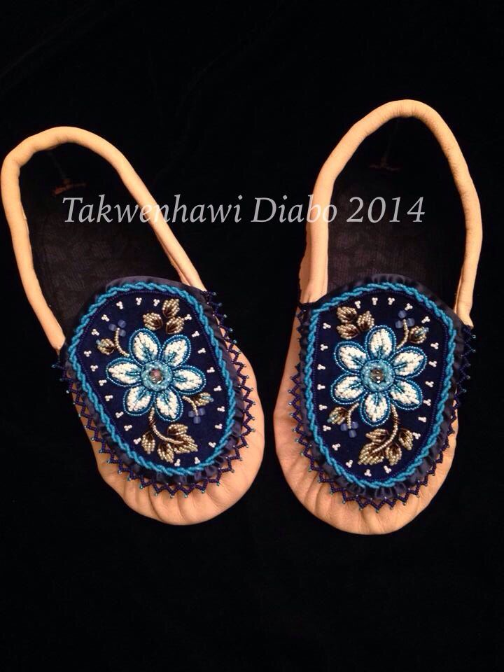 Woman's Iroquois style moccasins