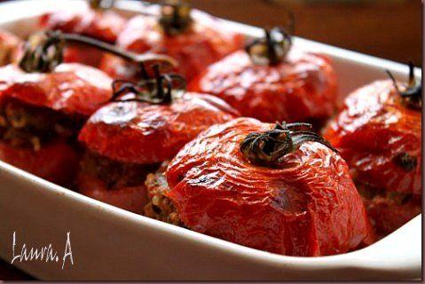 Rosii umplute cu carne - retete culinare, mancare. Reteta rosii umplute cu carne.  Reteta rosiilor umplute este simpla si rapida.