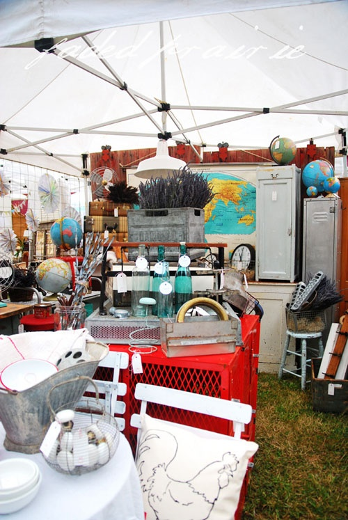 """My booth at Barn House - """"Old School Vintage"""" ( my fav. booth at Farm Chicks!! Love her stuff!): Antiques Fleas, Fleas Vintage Marketing, Vintage Fleas Marketing, Schools Vintage, Display Ideas, Fleas Marketing I, Barns House, Barn Houses, Old Schools House"""
