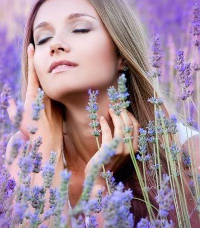 Wissenschaft: Lavendelöl tötet gefährliche Hautpilze  Jetzt haben Forscher eine neue Wirkung des altbewährten Öls entdeckt: bereits bei geringer Konzentration tötet Lavendelöl hartnäckige Hautpilze ab.
